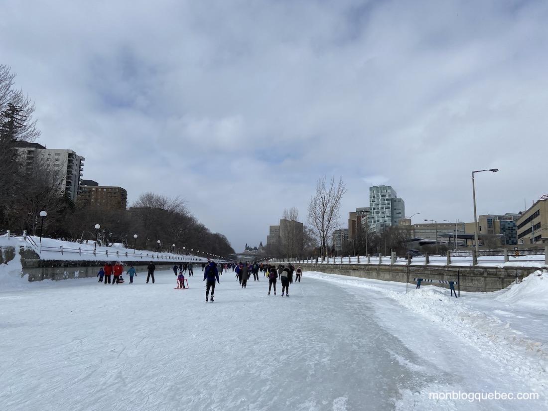 Patiner sur le canal Rideau en hiver