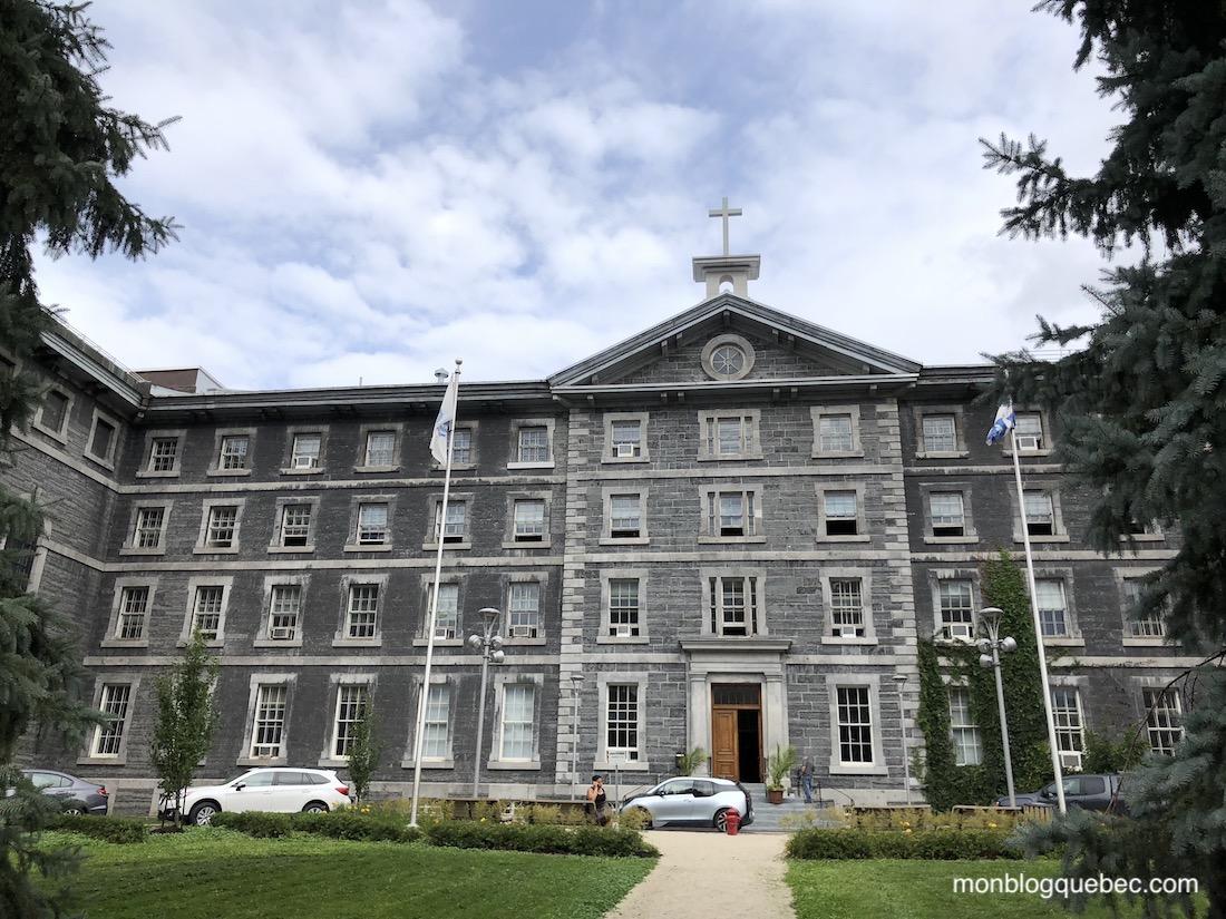 Ma vie d'expatriée en confinement à Montréal Les écoles et le Collège de Montréal